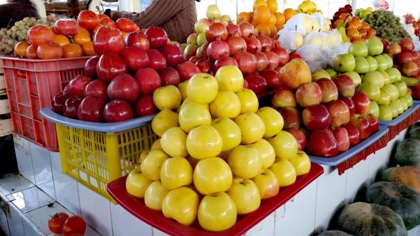 La splendida frutta nei mercati d'Oriente
