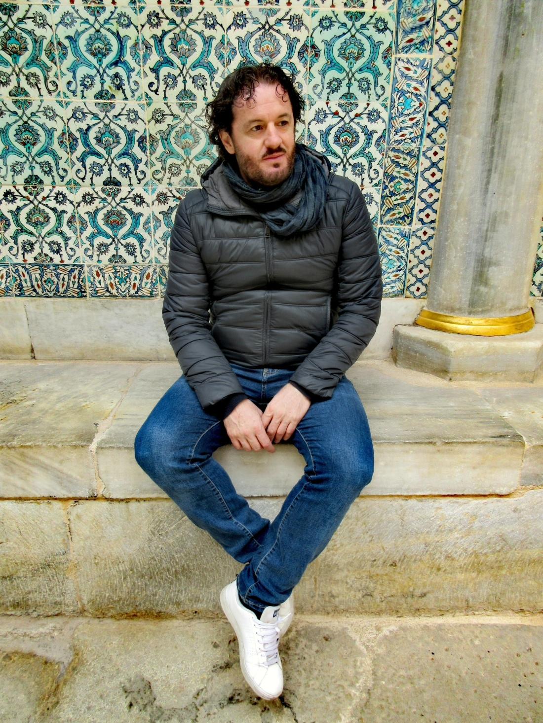 L'autore del libro Mario Cimarosti tra Oro e Maioliche nell' Harem Palazzo del uiltano